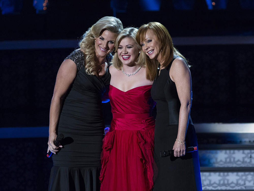 """Listen To Reba, Kelly Clarkson and Trisha Yearwood Sing """"Softly and Tenderly"""" From Reba's Upcoming Gospel Album"""