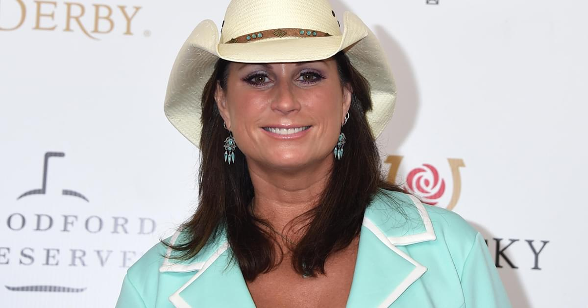 "Terri Clark to Release New Holiday Album, ""It's Christmas…Cheers,"" Featuring Dierks Bentley, Vince Gill & More"