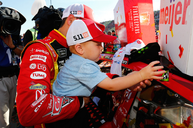 Kyle Larson Shares NASCAR Father's Day Race Win at Michigan with his Son [VIDEO, PHOTOS]