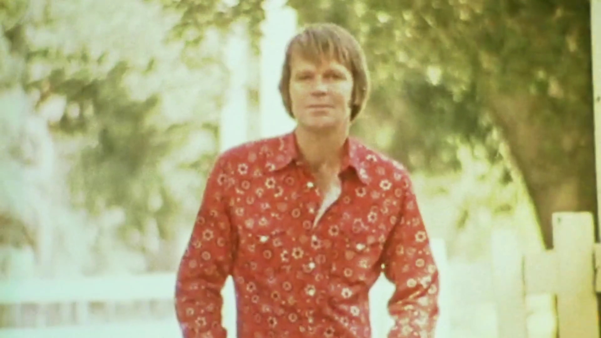"Glen Campbell Says Goodbye to Fans in ""Adiós"" Music Video"