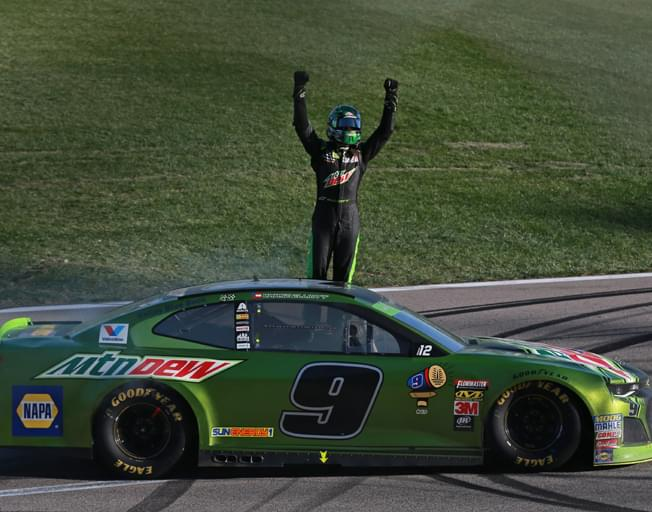 Chase Elliott Wins at Kansas as 4 NASCAR Drivers are Eliminated from Playoffs [VIDEO]