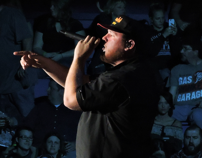 """Luke Combs Shares New Song """"One Too Many"""" Live [VIDEO]"""