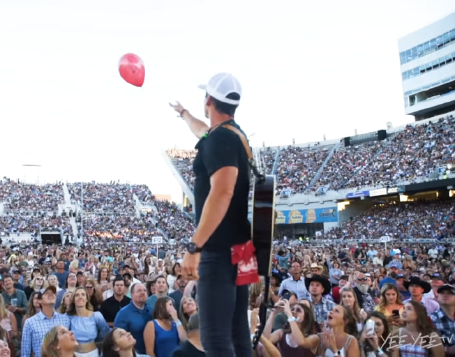 Granger Smith Releases a Red Balloon at Stadium Concert as Tribute to His Son River