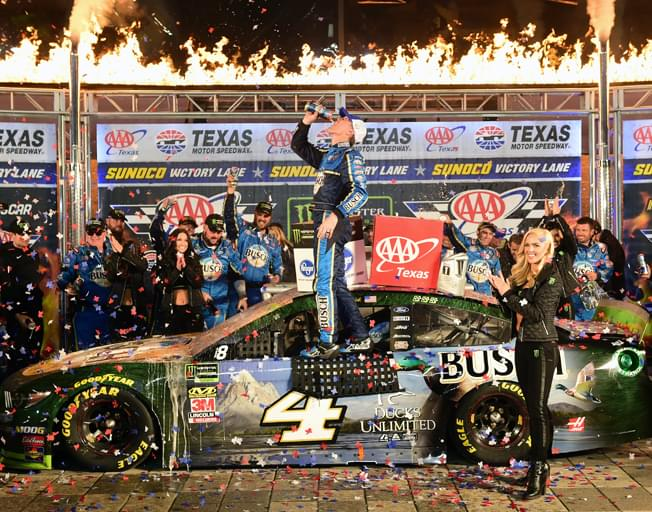 Kevin Harvick Wins NASCAR Playoffs Race in Texas, Again [VIDEO]