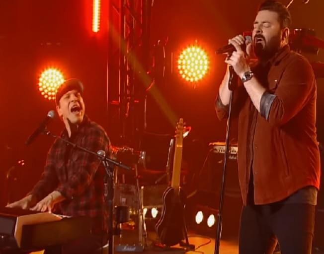 "Chris Young & Gavin DeGraw Team Up Upcoming ""CMT Crossroads"" [VIDEO]"