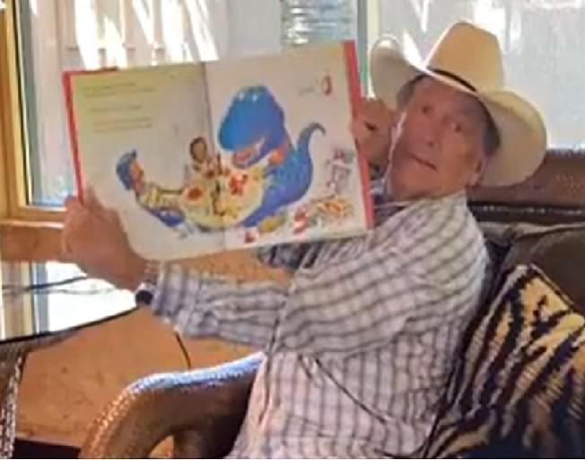 Let George Strait Read Your Kids a Bedtime Story Tonight [VIDEO]