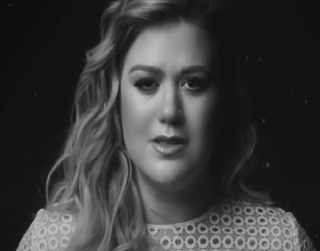 Kelly Clarkson Files For Divorce
