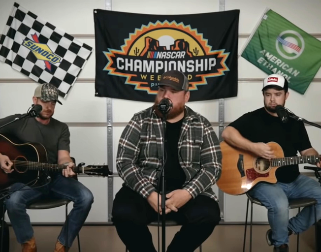 Luke Combs in a garage for a NASCAR pre-race performance 11-08-20
