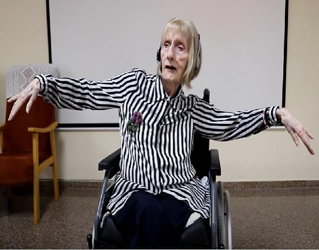 VIRAL VIDEO: Former Ballerina With Alzheimer's Suddenly Remembers Her Swan Lake Dance