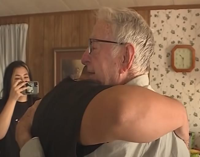 89 Year Old Pizza Delivery Man Gets Surprise $12K Tip