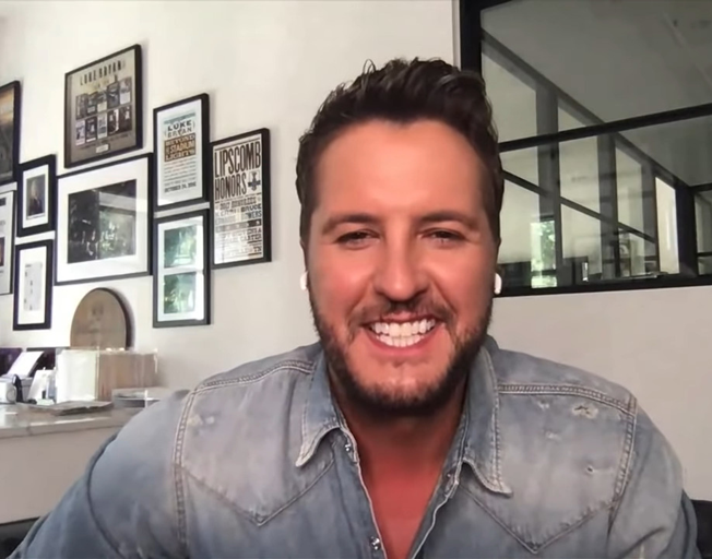 """Luke Bryan Recalls """"Tears Were Flowing"""" After Receiving A Meaningful Christmas Gift From His Wife Caroline"""
