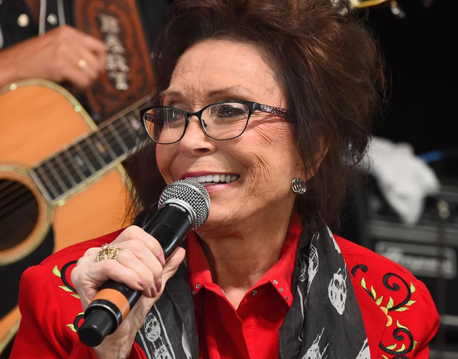 Loretta Lynn Announces New Album Featuring Top Female Artists Like Reba, Carrie Underwood