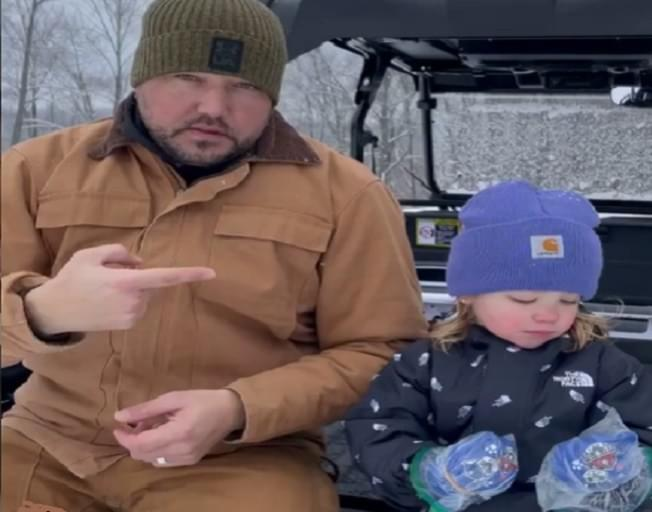 Jason Aldean Gets Creative To Let His Kids Play in the Snow Without Gloves [VIDEO]