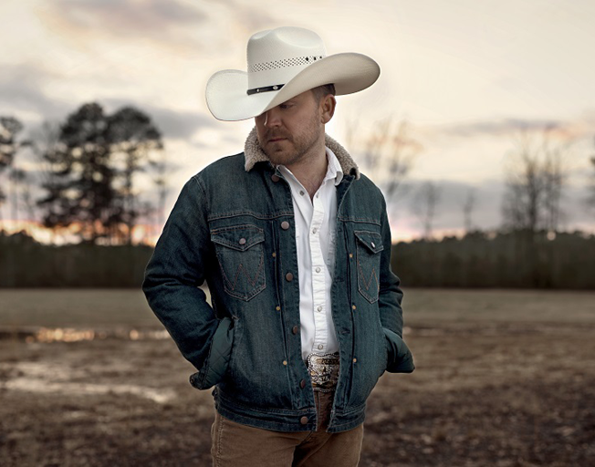 "Justin Moore Announces New Album ""Straight Outta The Country"""