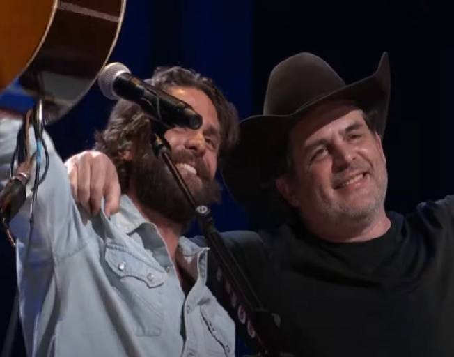 """Thomas Rhett And His Dad Rhett Akins Sing """"Things Dads Do"""" In First Performance Together On Opry Stage"""