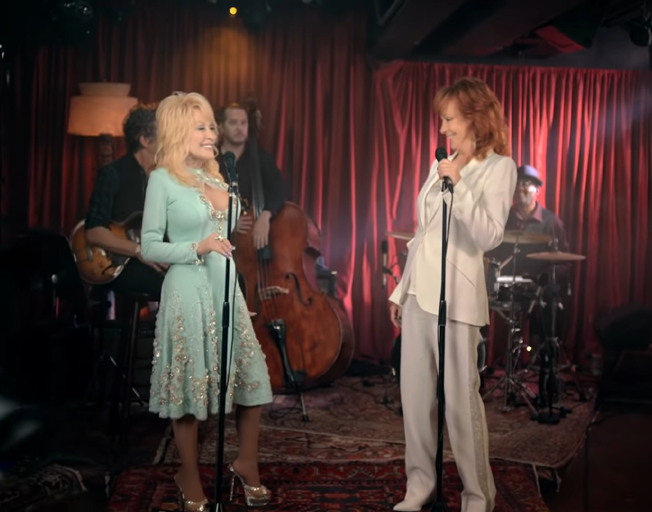 """Dolly Parton Decided to Be Herself on Remake of """"Does He Love You"""" with Reba"""