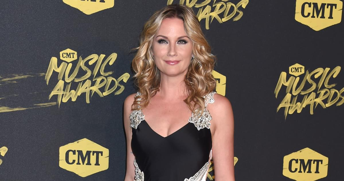 """Jennifer Nettles to Receive Inaugural """"CMT Equal Play Award"""""""