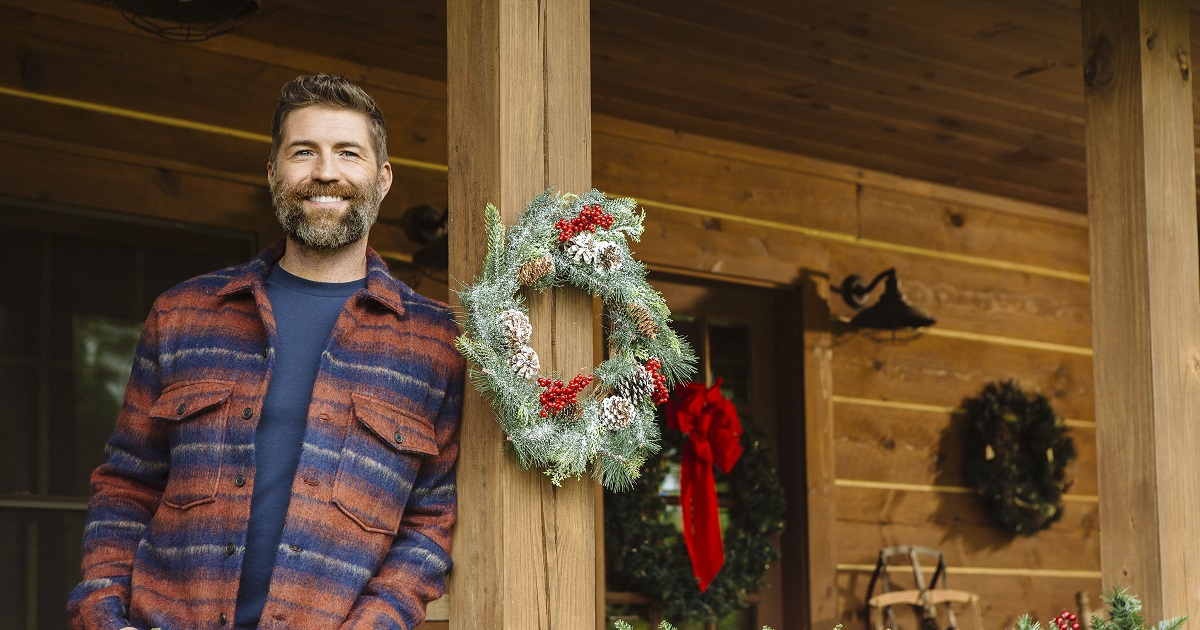 Josh Turner Starts the Holiday Season October 8th with the Release of King Size Manger