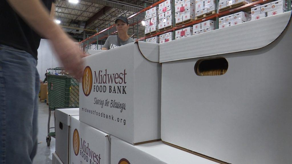 Midwest Food Bank packages Thanksgiving meals for those in need