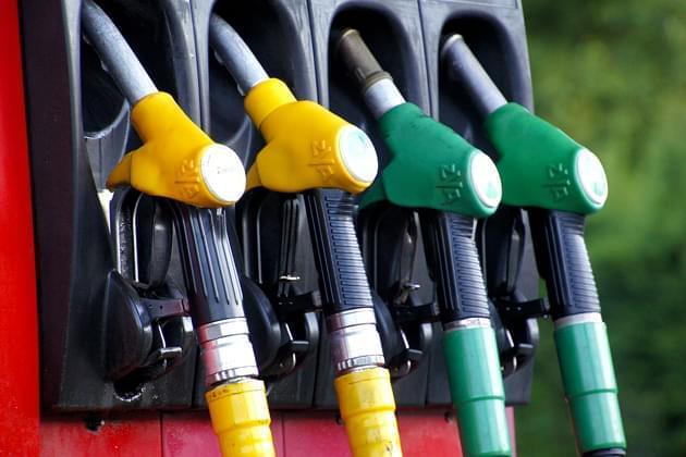 Illinois gas prices inch down