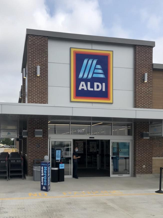 New Aldi opens in Bloomington