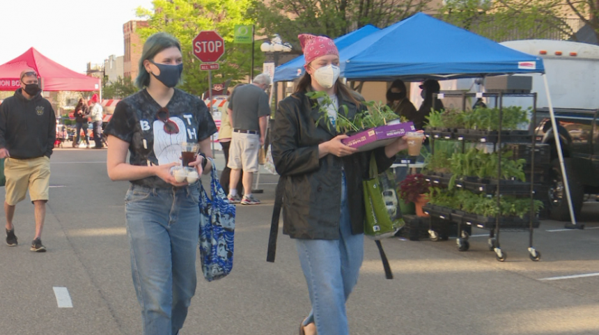 Farmer's market returns to Downtown Bloomington