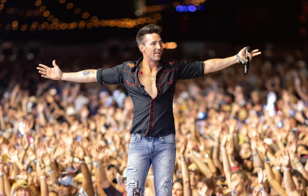 Jake Owen Crashes Wedding Reception In Response To Twitter Message [PHOTOS]