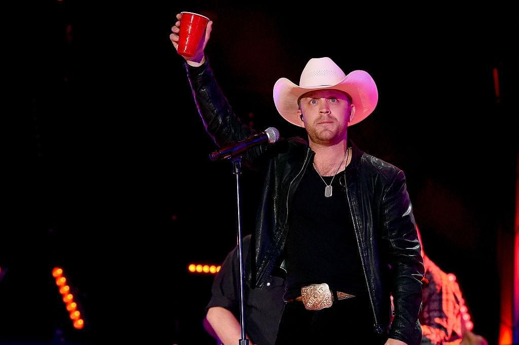 Justin Moore dedicates song about heaven to Granger Smith and his family. [VIDEO]