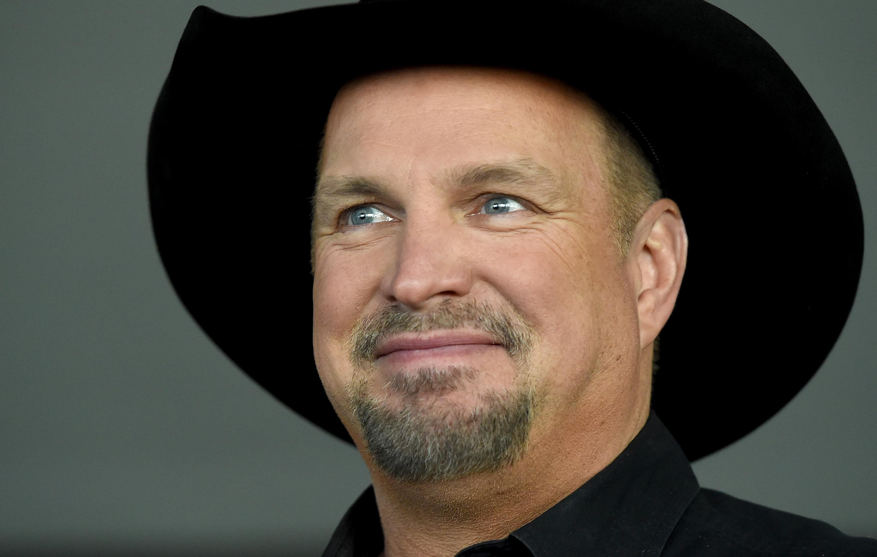 "Garth Brooks Responds To ""Shade"" From Eric Church"