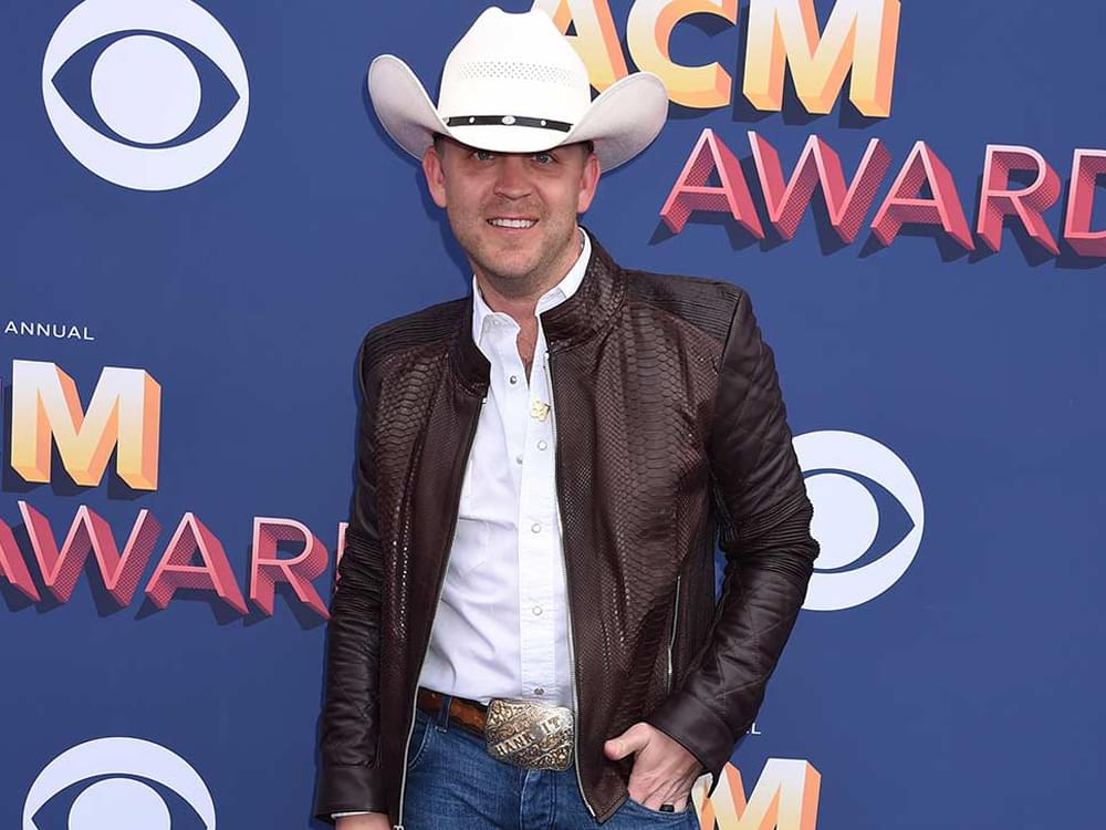 """After Serious Single, Justin Moore Lightens It Up With Another Top 20 Hit as He Reminds Us to Have """"Fun"""""""