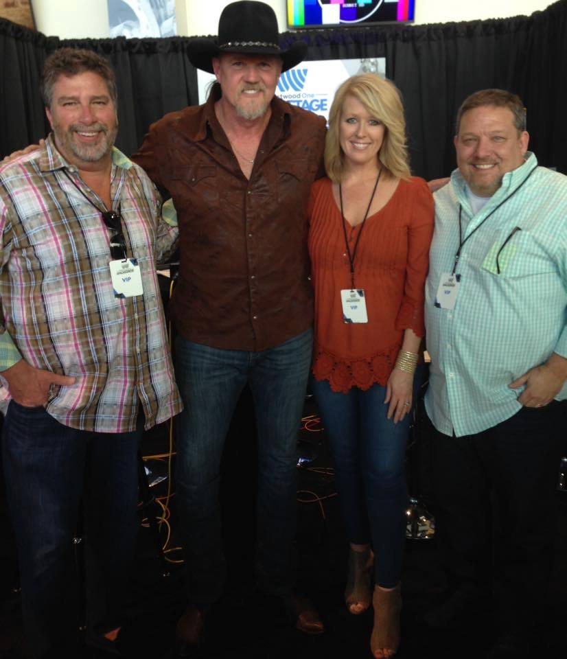At 6'6″, Trace Adkins says flying is not easy!