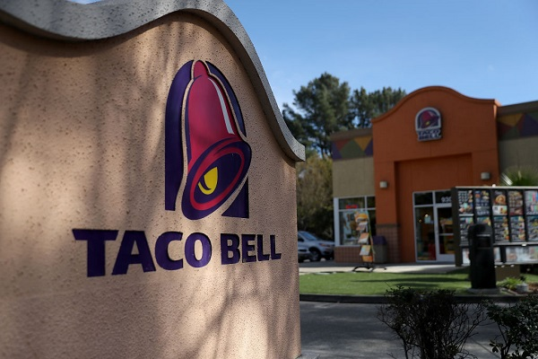 """Taco Bell Will Hand Out Free Tacos During The """"Taco Moon"""""""