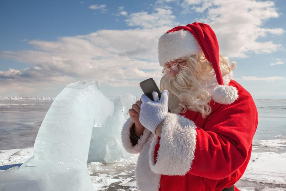 Your Kids Can Get Weekly Texts From Santa Claus