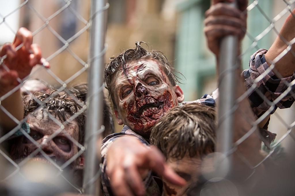 Zombie Karen Tries To Break Into The Bar ***WATCH****
