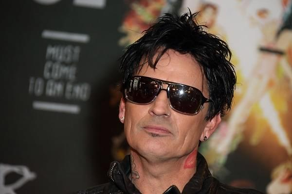 Tommy Lee Explains How MOTLEY CRUE Smuggled Drugs Internationally