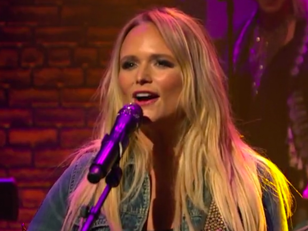"Watch Miranda Lambert's Charming Performance of ""We Should Be Friends"" From ""Late Night With Seth Meyers"""