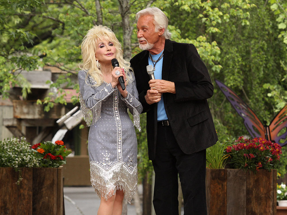 """[UPDATE] Reba, Kenny Rogers and Alison Krauss Join Dolly Parton for """"Smoky Mountains Rise"""" Telethon To Benefit Victims of East Tennessee Wildfires; More Performers Added"""
