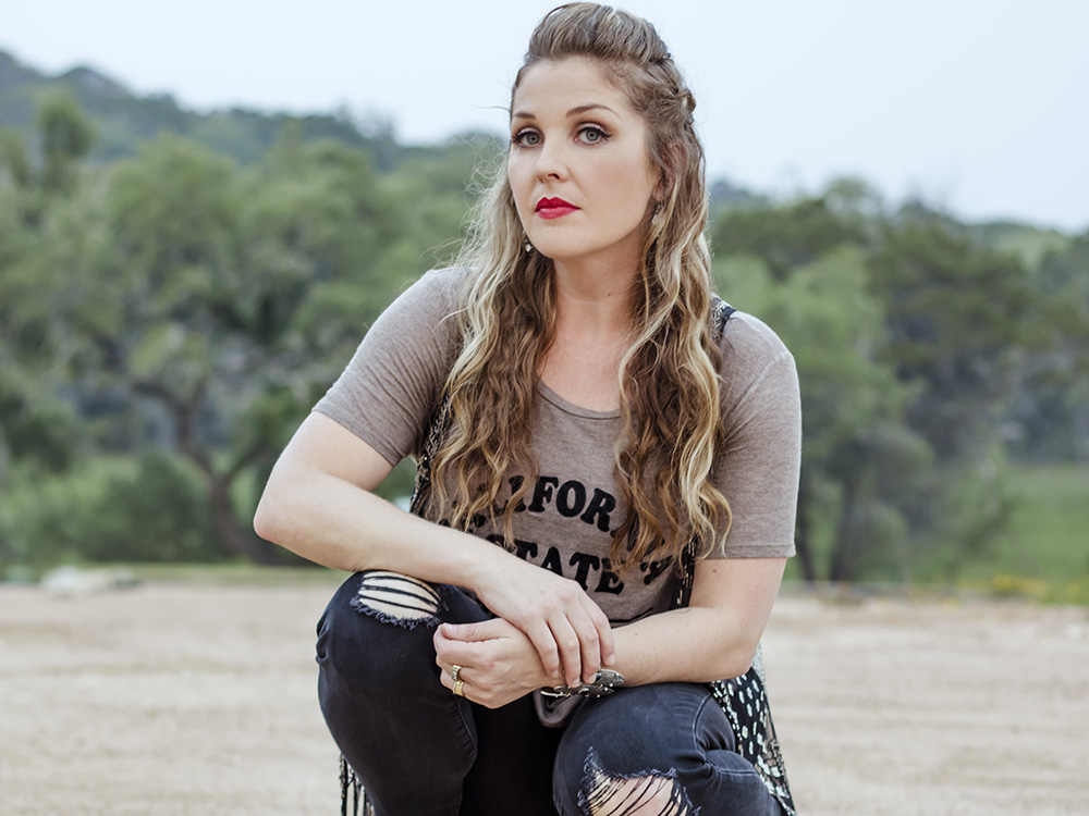 """Sunny Sweeney Bares Her Soul on New Album, """"Trophy"""""""