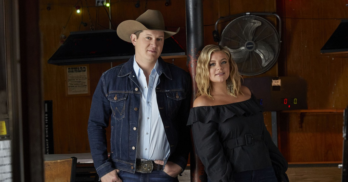 "Lauren Alaina & Jon Pardi Perform ""Getting Over Him"" at the Ryman"