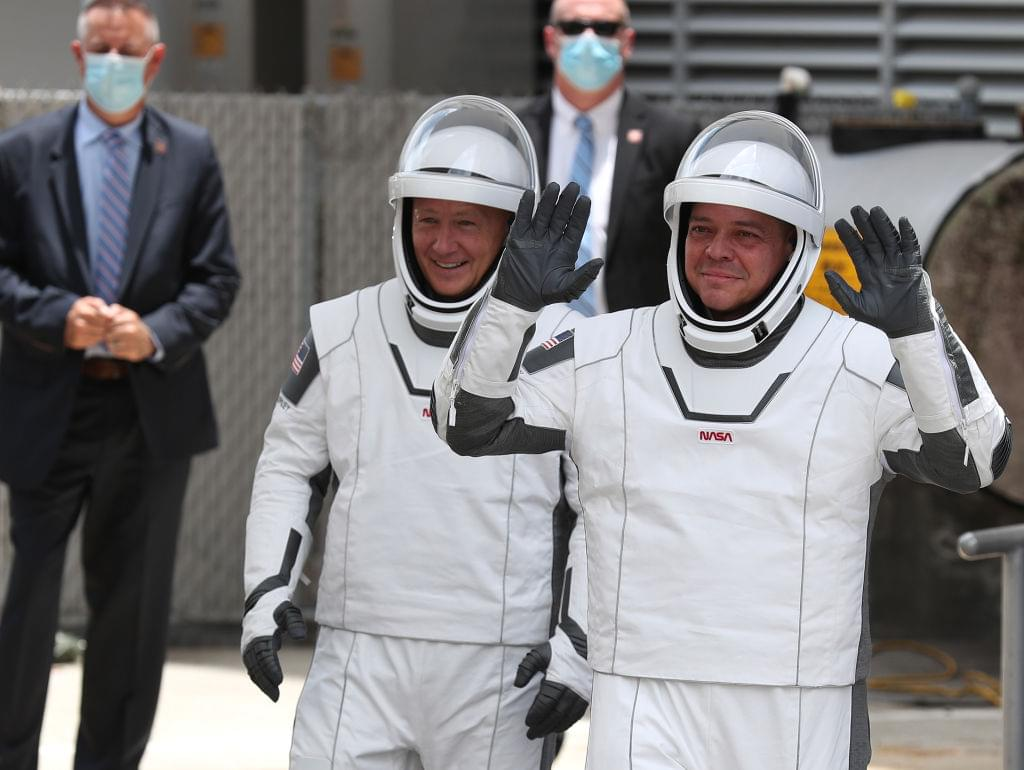 Take a Tour of the SpaceX Crew Dragon Spacecraft with Astronauts Bob and Doug [VIDEO]