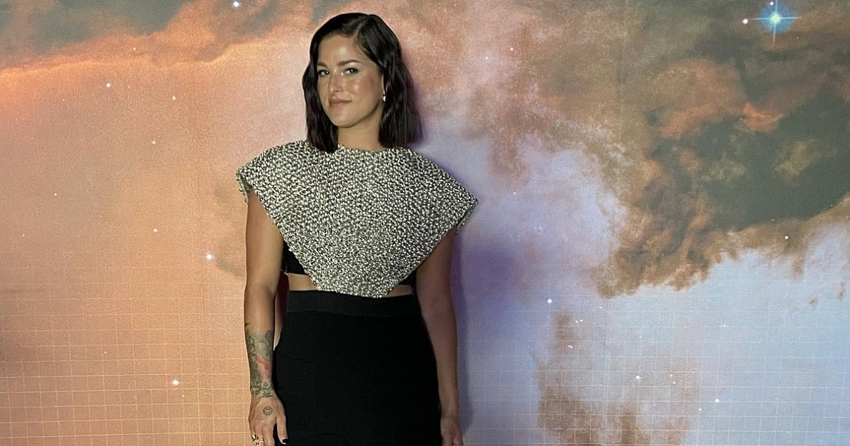Cassadee Pope Shares Album Title On The Kelly Clarkson Show