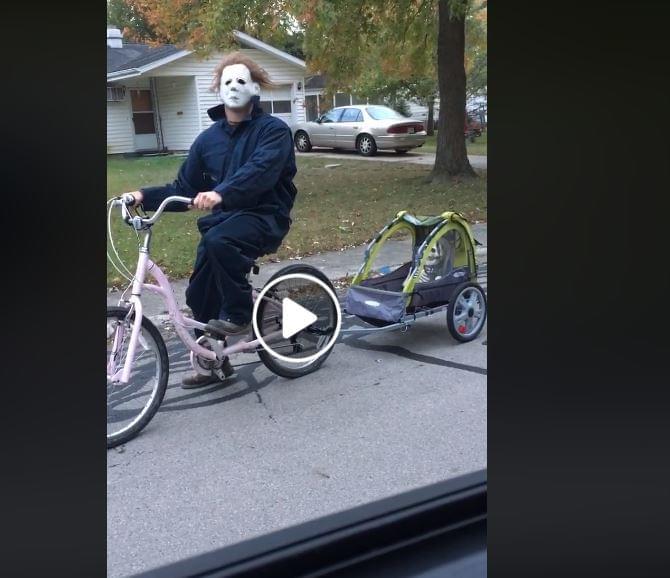 Hilarious Dad Trolls Neighborhood as Michael Meyers