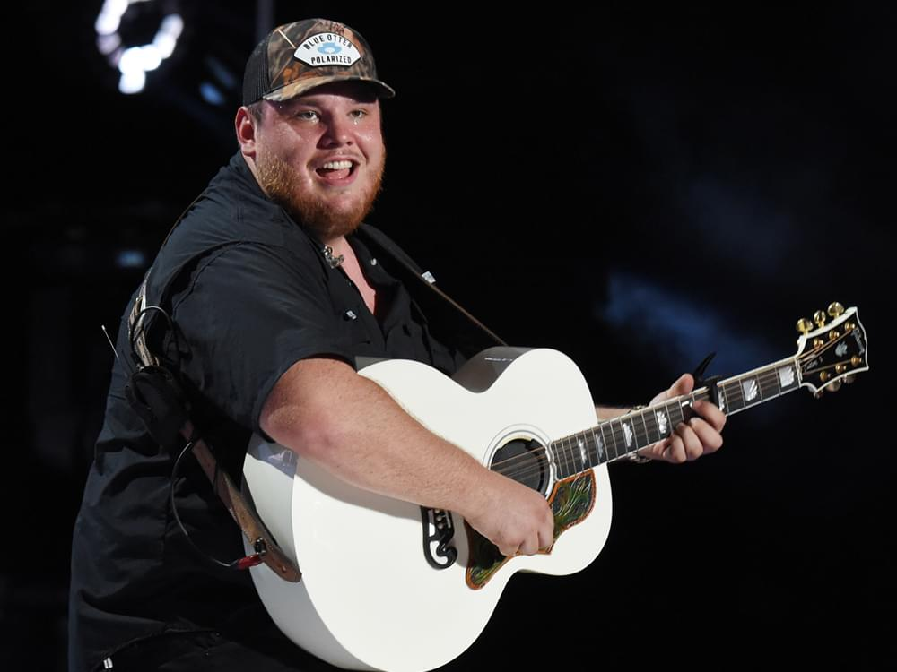 """Watch Luke Combs Perform """"Even Though I'm Leaving"""" & """"1, 2 Many"""" on """"Jimmy Kimmel"""""""