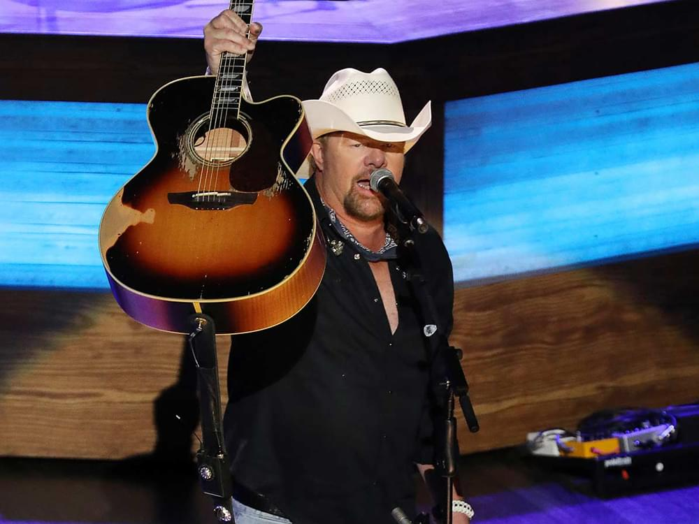 """Watch Toby Keith Honor Harold Reid of the Statler Brothers by Covering """"Flowers on the Wall"""""""