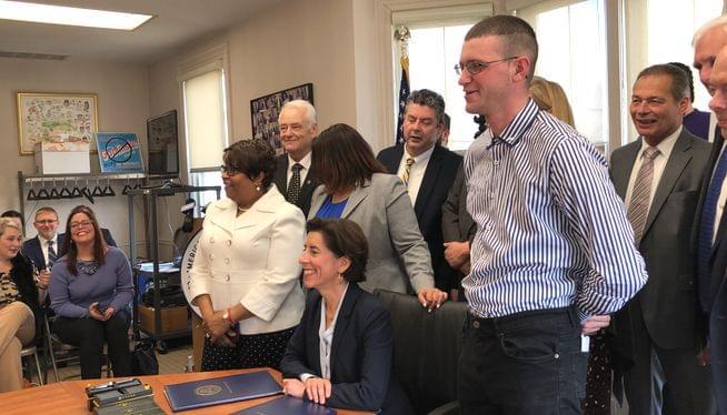 Governor signs bill to raise Rhode Island's minimum wage