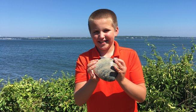 Rhode Island boy digs up massive 2 1/2-pound mollusk