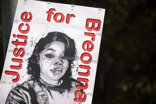 1 officer indicted in Breonna Taylor case; not for her death