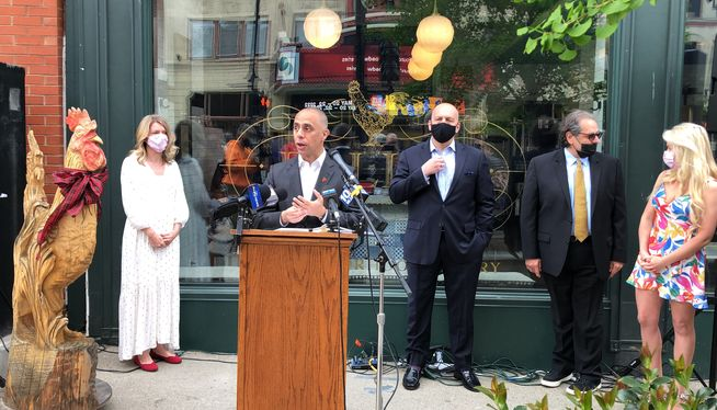 Mayor, restaurateurs proclaim downtown is back