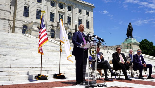 Rhode Island extends gambling deal by another 20 years