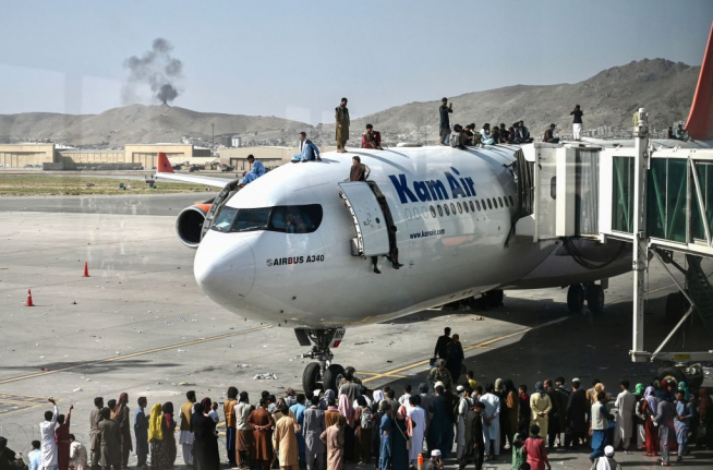 US officials say 7 killed in Kabul airport evacuation chaos